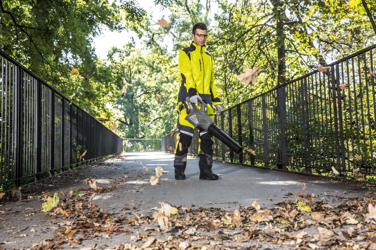 The best leaf vacuum blower buying guide 2017