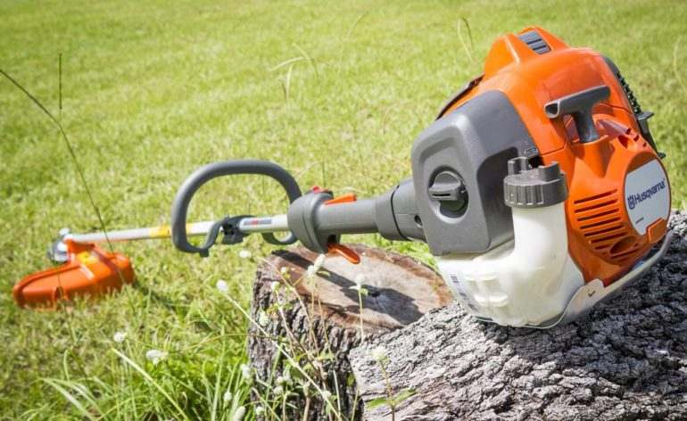 How Does a Weed Wacker Work?
