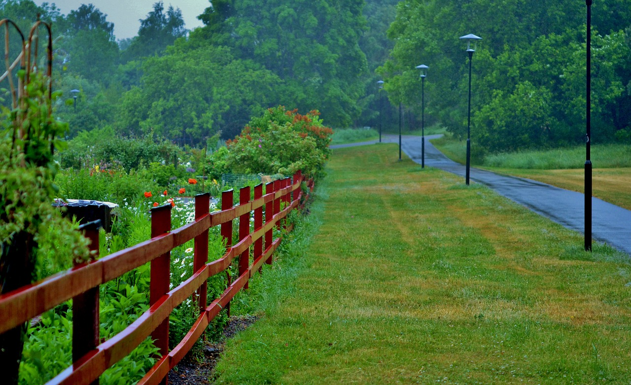 How To Choose The Right Paint Color For Your Home's Boundary Fence